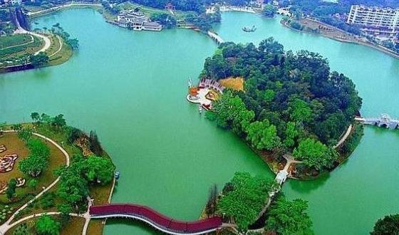 景点 东湖磨山风景区磨山位于湖北省武汉市,是市民休闲娱乐的场所.