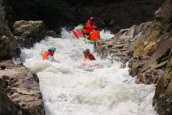 甬江源度假区休闲娱乐活动众多,可以去水库或溪滩垂钓,进行山地野外烧