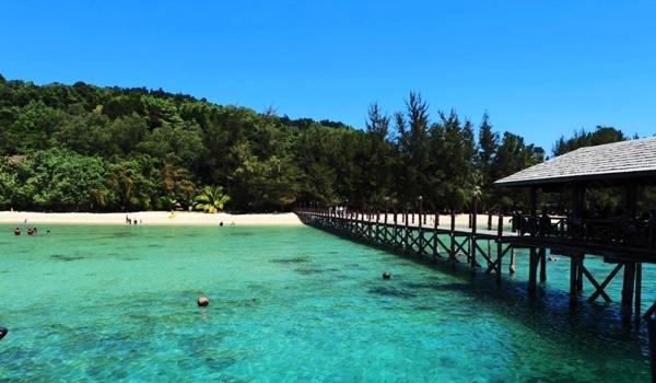 4月去马来西亚旅游穿什么衣服  马来西亚是一个美丽的海岛,拥有原始的