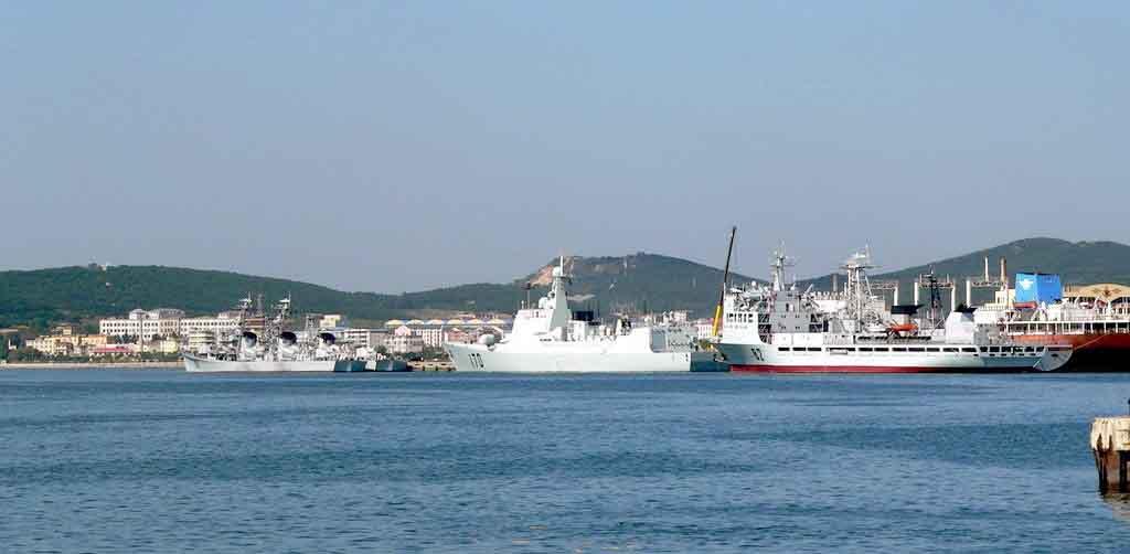 矗立在旅顺港畔的白玉山是旅顺的象征