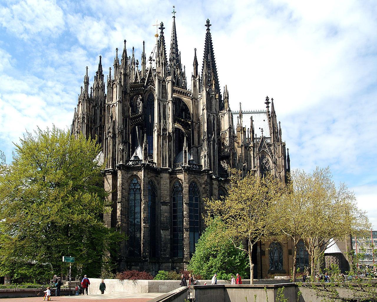 在今天科隆大教堂高高耸立的地方