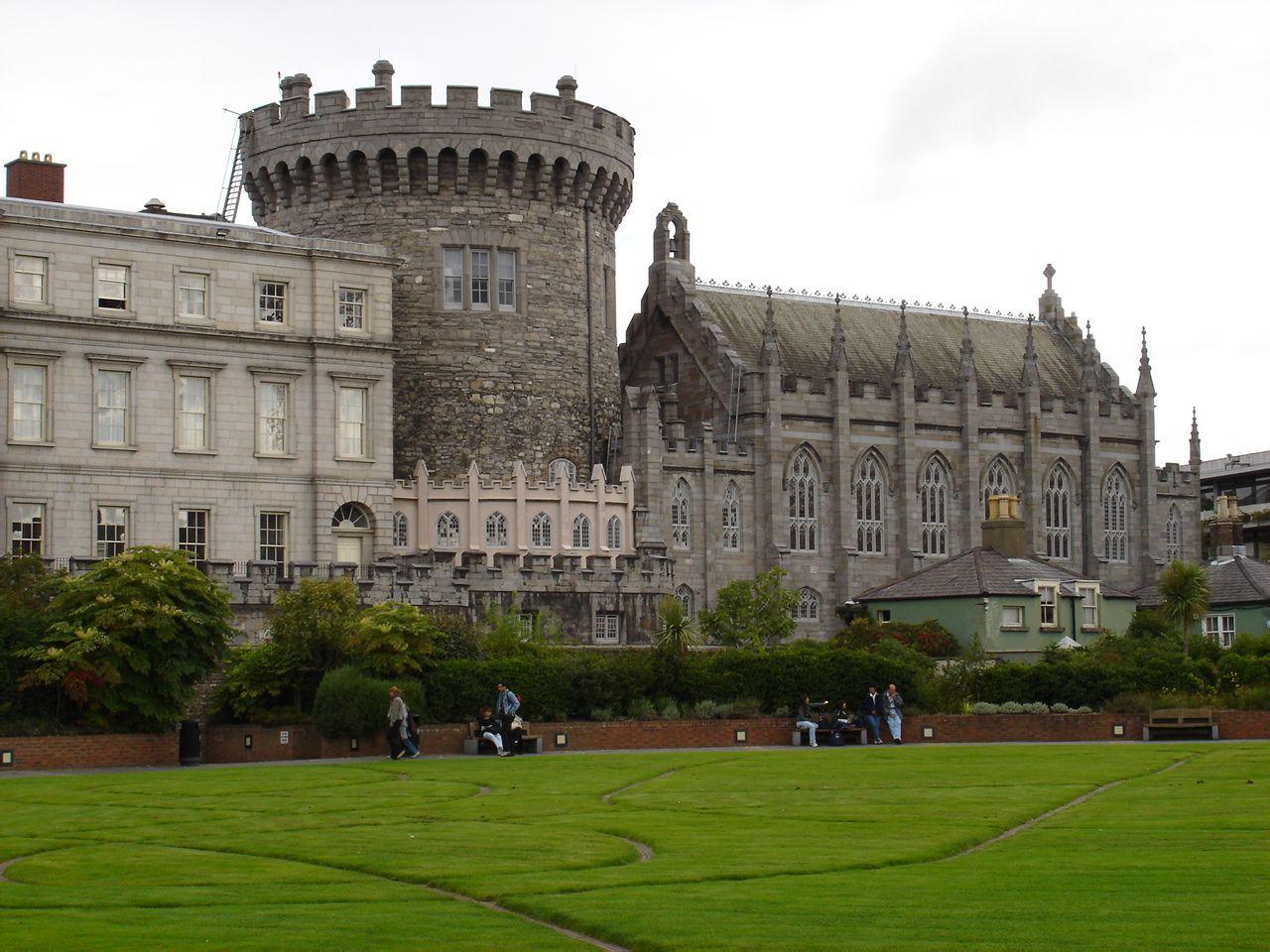 欧式城堡建筑黑白图
