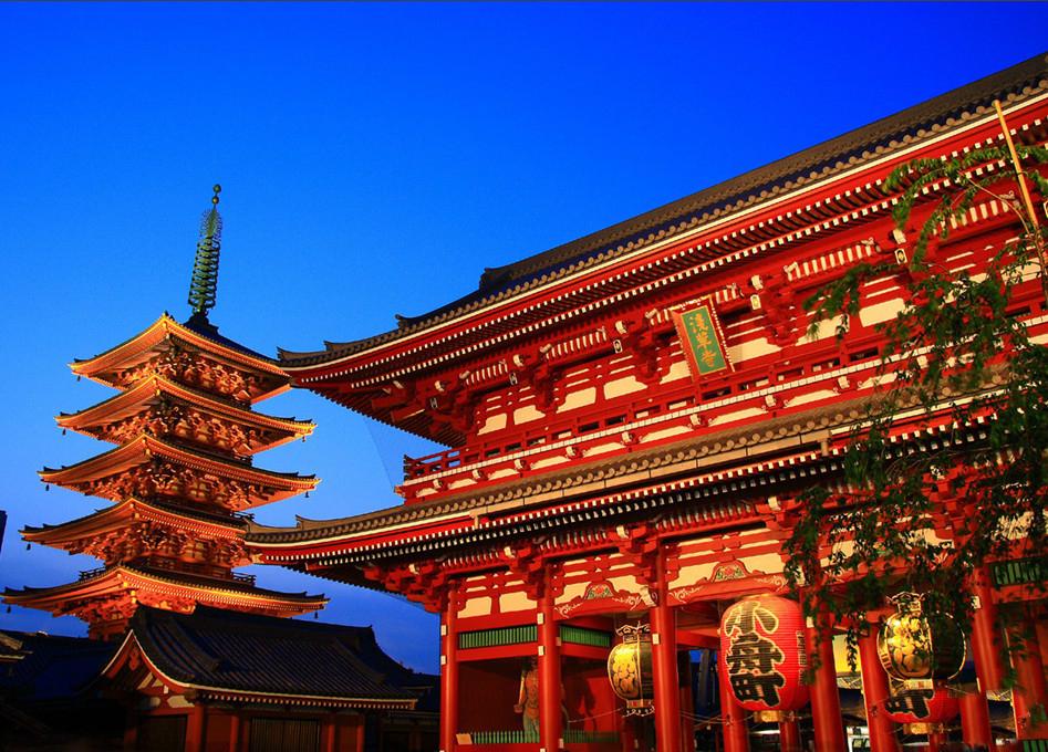 鞋,化妆品,饰品和小家电是东京购物的四大热点.