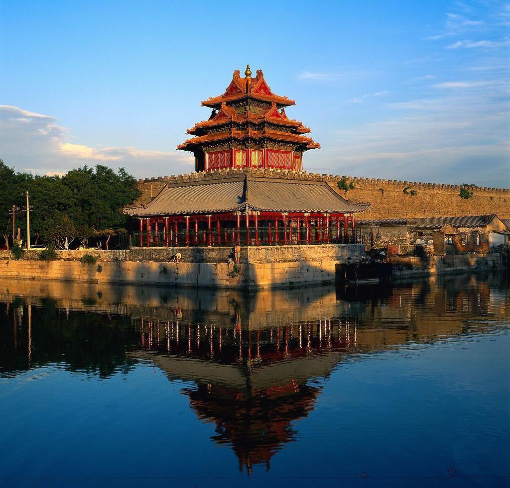 各大景区皆是风景秀美,到了夜晚更是热闹非凡,可以听着北京传统的相声