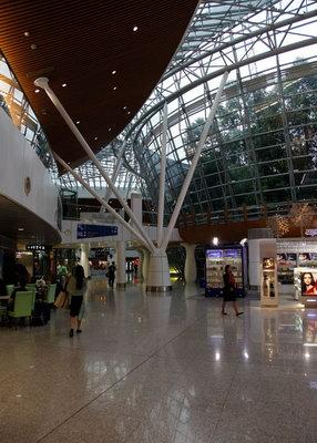 国际机场的时间是下午2:45