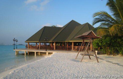 """黎阳看世界之马尔代夫    我们住的""""水上豪庭""""完全是架在浅海滩上的"""