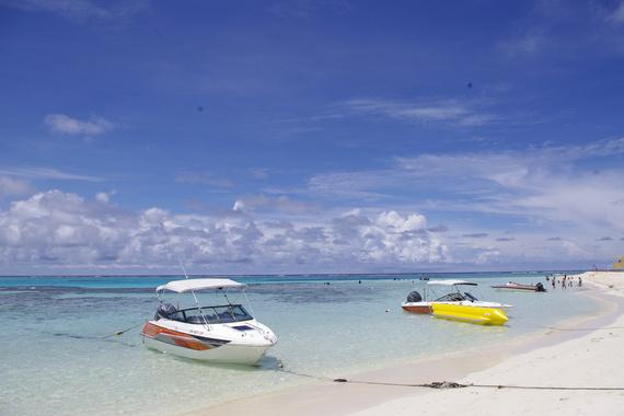 碧海蓝天,人与环境和谐相处,生活安逸,看大海不用收门票,却骂人家懒