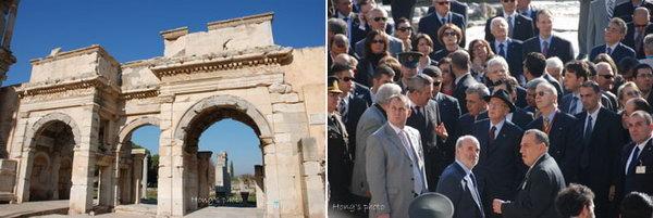 以弗所(Ephesus),古希腊、古罗马史上超级繁华的国际大都会,从罗马共和国开始就是亚细亚省(小亚细亚西部)的省会,被誉为亚洲第一个和最大的大都会,鼎盛时期拥有40万--50万人口。以弗所也曾是基督教传道中心,是启示录中的七个教会之一。圣保罗曾两次到以弗所布道,其后写下《以弗所书》。这座城从公元前10世纪起有人居住,是亚历山大时期重要的天然港口;是埃及艳后拜访安东尼,让古罗马人为之惊艳的地方;也曾富裕到公元前400年就有了街灯。公元6世纪,一场大地震让以弗所严重受损,加之泥沙淤积,城市重要的港口渐渐淤